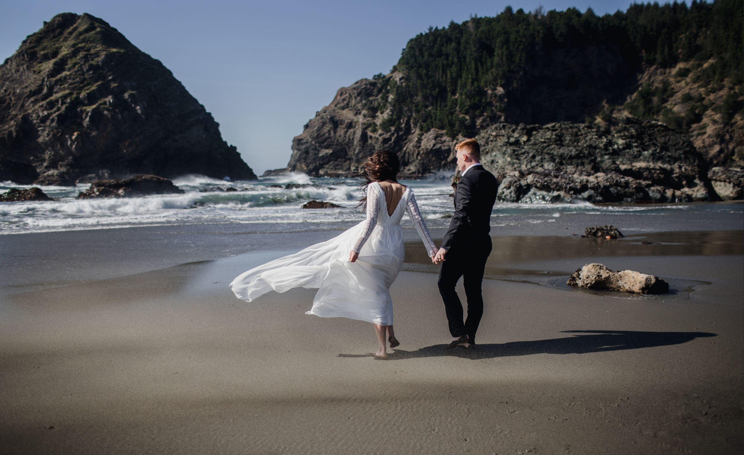 A couple that eloped on the beach in Oregon.